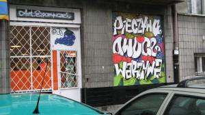 Warszawa_Stary_Mokotów_graffiti_on_shop_window