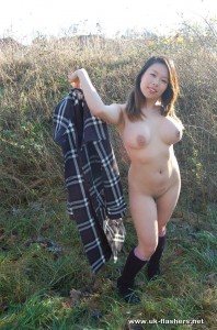 tigerr-juggs-nude-outdoors-24