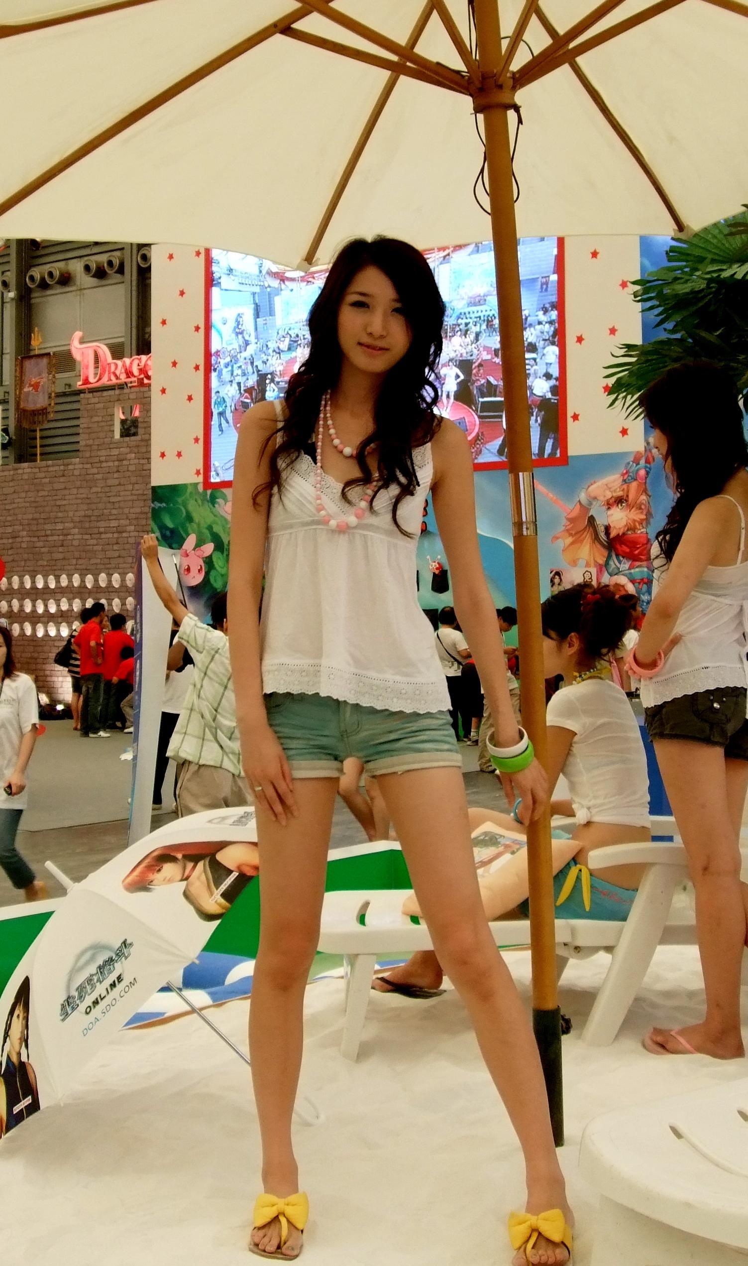 China_Joy_2007_showgirl2
